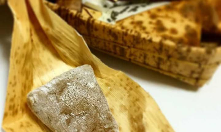 ちもとの「八雲もち」が絶妙!竹皮に包まれ手土産にもおすすめ