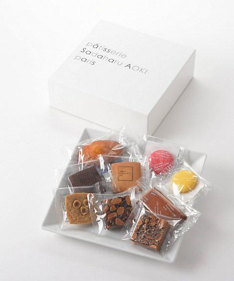 お洒落な焼き菓子 サダハル・アオキ