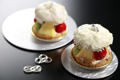 銀のフルーツシュークリーム