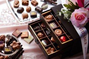 豪華なボックス入りのチョコ