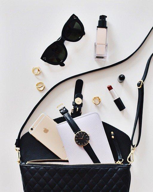 小さなバッグにも入る財布