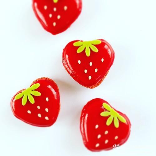 アトリエ ドゥ ゴディバの苺のマカロン