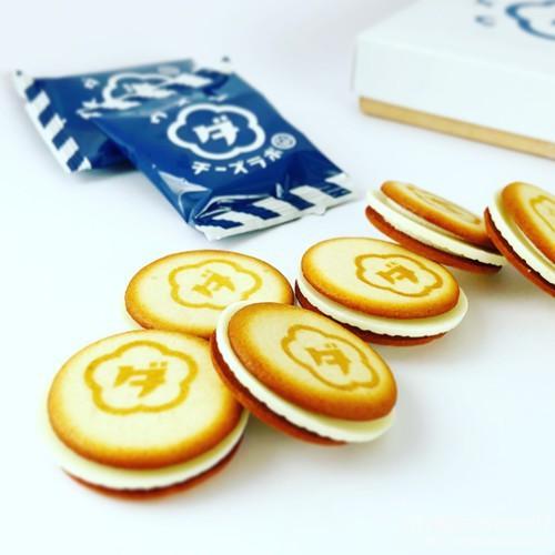 ウメダチーズラボのクッキー