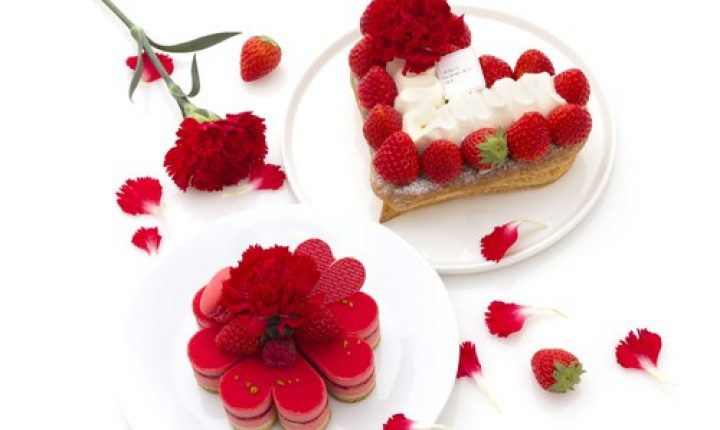お花型のケーキに感謝を込めて!サダハル・アオキの母の日ケーキ