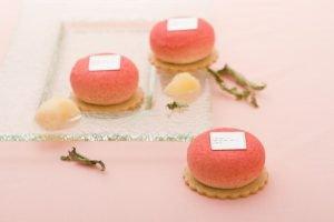 サダハル・アオキの夏ケーキ!フルーティーな桃の味わいを満喫