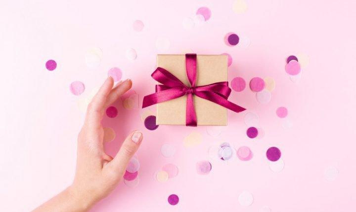 女性がもらって嬉しいプレゼント【お手頃&相手を選ばない】