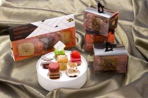 サダハルアオキのハロウィン限定BOX!人気ケーキがプティフールに