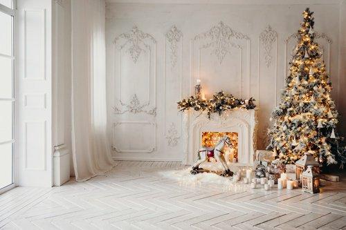 北欧風の大きなクリスマスツリー
